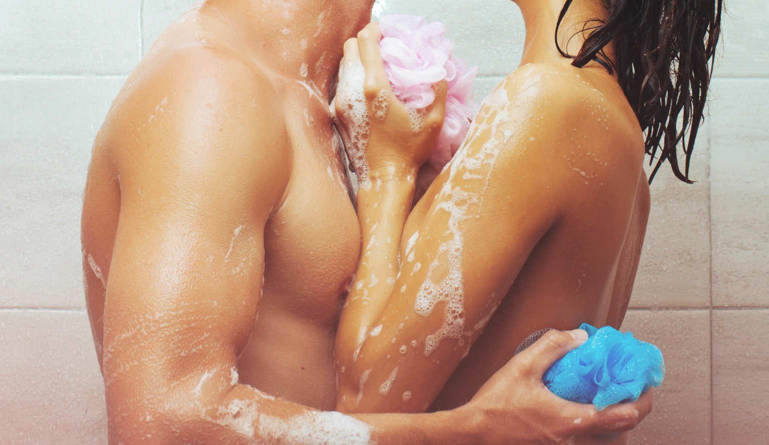 Seks pod prysznicem